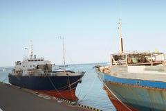 Μεγάλα φορτηγά πλοία στην αποβάθρα στο θαλάσσιο λιμένα, Μαύρη Θάλασσα, Οδησσός, Ουκρανία Στοκ φωτογραφία με δικαίωμα ελεύθερης χρήσης