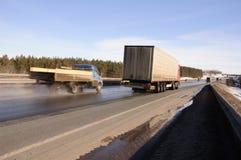 Μεγάλα φορτηγά - υψηλές ταχύτητες Στοκ Φωτογραφίες