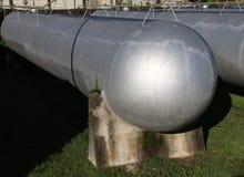 Μεγάλες δεξαμενές για την αποθήκευση του φυσικού αερίου στις μεγάλες βιομηχανικές εγκαταστάσεις Στοκ φωτογραφία με δικαίωμα ελεύθερης χρήσης