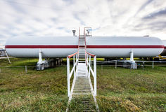 Μεγάλες δεξαμενές πετρελαίου σε εγκαταστάσεις καθαρισμού Στοκ Φωτογραφία