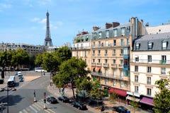 Μεγάλες οδοί του Παρισιού, Γαλλία με τον πύργο του Άιφελ Στοκ φωτογραφία με δικαίωμα ελεύθερης χρήσης