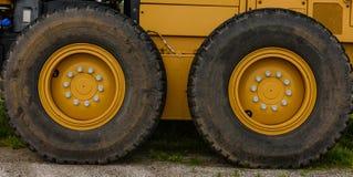 Μεγάλες ρόδες φορτηγών Στοκ Εικόνες