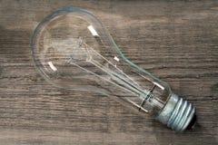 Μεγάλη λάμπα φωτός σε έναν ξύλινο πίνακα στοκ εικόνα με δικαίωμα ελεύθερης χρήσης