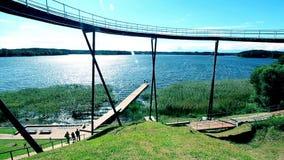 Μεγάλη άποψη λιμνών με τη γέφυρα παρατήρησης απόθεμα βίντεο