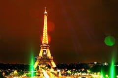 Μεγάλη άποψη Παρίσι Γαλλία νύχτας πύργων του Άιφελ Στοκ φωτογραφία με δικαίωμα ελεύθερης χρήσης