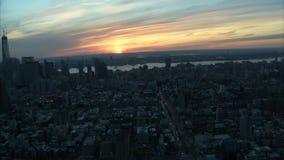 Μεγάλη άποψη του nyc με το ηλιοβασίλεμα απόθεμα βίντεο