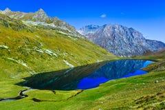 Μεγάλη λίμνη Kyafar, Καύκασος, Ρωσία βουνών Στοκ εικόνα με δικαίωμα ελεύθερης χρήσης