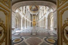 Μεγάλη αίθουσα χορού αιθουσών στο παλάτι Versaille Το παλάτι Versaille και οι περιβάλλοντες κήποι είναι είναι στον κατάλογο παγκό Στοκ Εικόνες