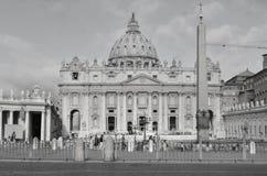 Μεγάλη βασιλική του ST Peters σε γραπτό Στοκ Εικόνες