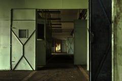 Μεγάλη βιομηχανική πόρτα Στοκ εικόνα με δικαίωμα ελεύθερης χρήσης