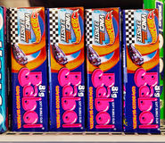 Μεγάλη γόμμα φυσαλίδων Babol μαλακή σε ένα ράφι σε μια υπεραγορά Στοκ Φωτογραφία
