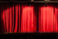 Μεγάλη κόκκινη κουρτίνα Στοκ φωτογραφίες με δικαίωμα ελεύθερης χρήσης