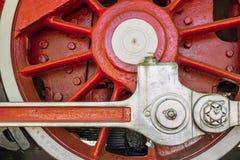 Μεγάλη κόκκινη παλαιά ατμομηχανή ροδών Στοκ Εικόνες