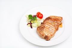 Μεγάλη μπριζόλα βόειου κρέατος με τα λαχανικά Στοκ φωτογραφία με δικαίωμα ελεύθερης χρήσης