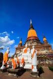 Μεγάλη παγόδα στον παλαιό πόλης ναό στην Ταϊλάνδη την ημέρα μπλε ουρανού Στοκ Φωτογραφία