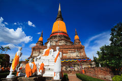 Μεγάλη παγόδα στον παλαιό πόλης ναό στην Ταϊλάνδη την ημέρα μπλε ουρανού Στοκ Εικόνες
