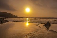 Μεγάλη παραλία στην Πορτογαλία Στοκ εικόνα με δικαίωμα ελεύθερης χρήσης
