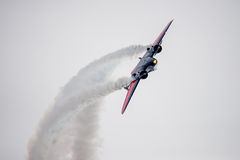 Μεγάλη περιτύλιξη αεροπλάνων ακροβατικής επίδειξης Στοκ φωτογραφία με δικαίωμα ελεύθερης χρήσης