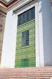 Μεγάλη πράσινη πόρτα Στοκ φωτογραφία με δικαίωμα ελεύθερης χρήσης