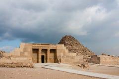 Μεγάλη πυραμίδα στο οροπέδιο Giza Στοκ Φωτογραφία