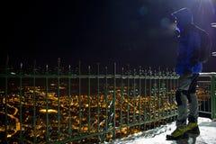 Μεγάλη πόλη στη μέση της νύχτας Στοκ Εικόνες