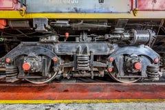 Μεγάλη ρωσική ατμομηχανή στο εργαστήριο επισκευής για τα παλαιά τραίνα Στοκ Εικόνα