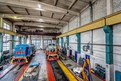 Μεγάλη ρωσική ατμομηχανή στο εργαστήριο επισκευής για τα παλαιά τραίνα Στοκ φωτογραφίες με δικαίωμα ελεύθερης χρήσης
