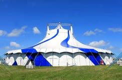 Μεγάλη τοπ σκηνή τσίρκων το καλοκαίρι Στοκ Φωτογραφία