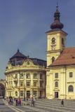 Μεγάλοι ο τετραγωνικός και ο Ρωμαίος - καθολική εκκλησία, Sibiu, Ρουμανία Στοκ φωτογραφία με δικαίωμα ελεύθερης χρήσης