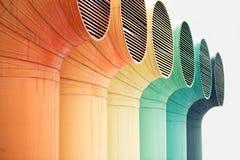 μεγάλοι σωλήνες εξαερισμού χρώματος του βιομηχανικού κτηρίου, που απομονώνονται στο λευκό Στοκ Εικόνα