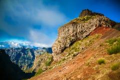 Μεγάλος απότομος βράχος Pico do Arieiro Στοκ Εικόνες