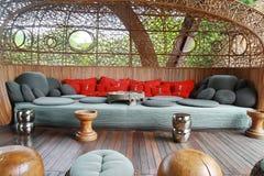 Μεγάλος καναπές υφάσματος Στοκ Φωτογραφία
