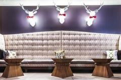 Μεγάλος καναπές Comfy Στοκ φωτογραφία με δικαίωμα ελεύθερης χρήσης