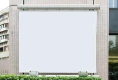Μεγάλος κενός πίνακας διαφημίσεων σε έναν τοίχο οδών Στοκ Φωτογραφίες