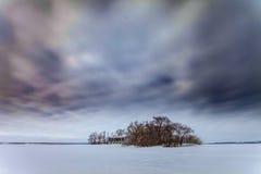 Μεγάλος μεγάλος ουρανός λίγη σιταποθήκη Στοκ φωτογραφίες με δικαίωμα ελεύθερης χρήσης