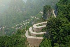 Μεγάλος δρόμος πυλών της Shan Tianmen στο βουνό Tianmen στοκ φωτογραφία