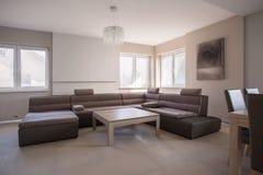 Μεγάλος υπερβολικός καναπές στοκ εικόνες