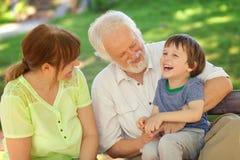 Μεγάλος χρόνος με τους παππούδες και γιαγιάδες Στοκ Εικόνες