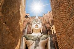 Μεγάλο άγαλμα του Βούδα στο ιστορικό πάρκο Sukhothai Ναός Srichum, Ταϊλάνδη Στοκ φωτογραφίες με δικαίωμα ελεύθερης χρήσης
