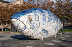 Μεγάλο άγαλμα ψαριών στο Μπέλφαστ, βόρειο Irelnad Στοκ Εικόνες