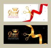 Μεγάλο έμβλημα πρόσκλησης ανοίγματος Χρυσή κορδέλλα και κόκκινο γεγονός τελετής περικοπών κορδελλών Μεγάλη κάρτα εορτασμού ανοίγμ διανυσματική απεικόνιση