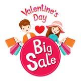 Μεγάλο έμβλημα πώλησης ημέρας Valentine's με τον άνδρα και τη γυναίκα ελεύθερη απεικόνιση δικαιώματος