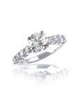 Μεγάλο λαμπρό γαμήλιο δαχτυλίδι δέσμευσης διαμαντιών περικοπών σύγχρονο Στοκ Εικόνα