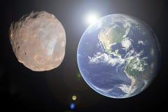 Μεγάλο αστεροειδές κλείσιμο στο γήινο πλανήτη Έννοια αποκάλυψης Στοκ Εικόνα