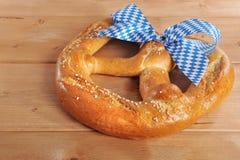 Μεγάλο βαυαρικό μαλακό pretzel Oktoberfest στοκ φωτογραφίες