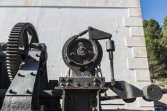 Μεγάλο βιομηχανικό σύστημα τροχαλιών με τους αλυσσοτροχούς στοκ φωτογραφία με δικαίωμα ελεύθερης χρήσης