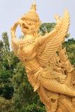 Μεγάλο βουδιστικό garuda μπροστά από το μεγάλο κερί σε Ubon, Ταϊλάνδη Στοκ εικόνα με δικαίωμα ελεύθερης χρήσης