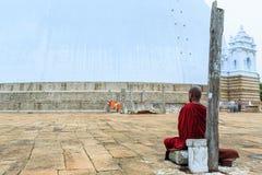 Μεγάλο βουδιστικό stupa στη Σρι Λάνκα Στοκ Εικόνες