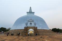 Μεγάλο βουδιστικό stupa στη Σρι Λάνκα Στοκ φωτογραφία με δικαίωμα ελεύθερης χρήσης