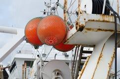 Μεγάλο επιπλέον σώμα τρία στο μεγάλο fishingboat Στοκ Εικόνες